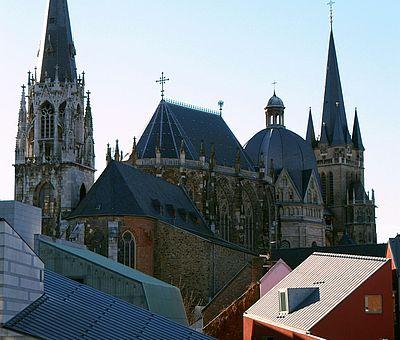 Domblick durch das Aachen Fenster