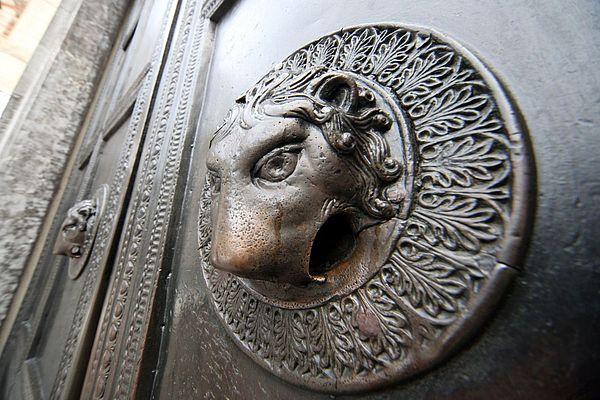 Wolfstür am Aachener Dom