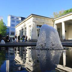 Brunnen vor dem Elisenbrunnen in Aachen