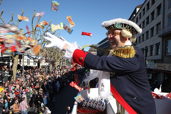 Rosenmontagszug Karneval Aachen