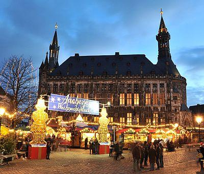 Aachener Weihnachtsmarkt auf dem Marktplatz