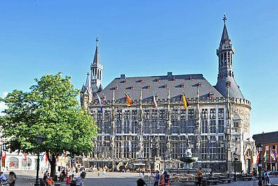 Aachener Rathaus / Blick vom Marktplatz