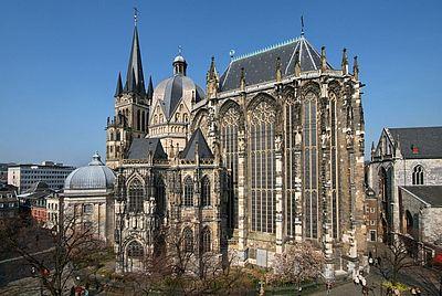 Aachener Dom / Blick vom Münsterplatz