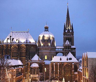 Aachener Dom im Winter / Blick vom Katschhof