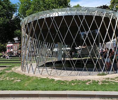 Archäologische Vitrine im Elisegarten in Aachen