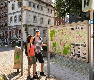 Aachen-Kornelimünster Eifelsteig-Wanderer