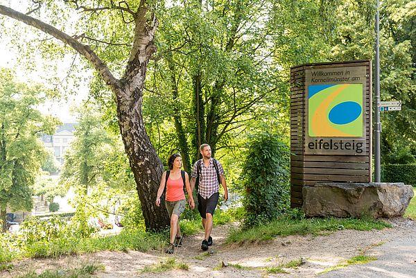 Aachen-Kornelimünster Einstieg Eifelsteig Wanderer