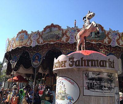 Historisches Karusell auf dem Historischen Jahrmarkt in Kornelimünster